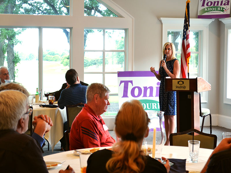 Tonia Speaking at Stonebridge Country Club Event